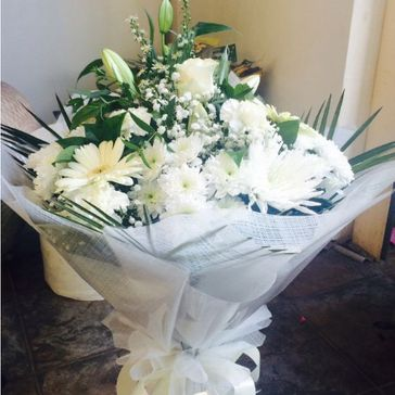 21. Winter white Hand-tied €50