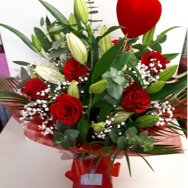 Romantic Bouquet €79 Free Delivery Best seller
